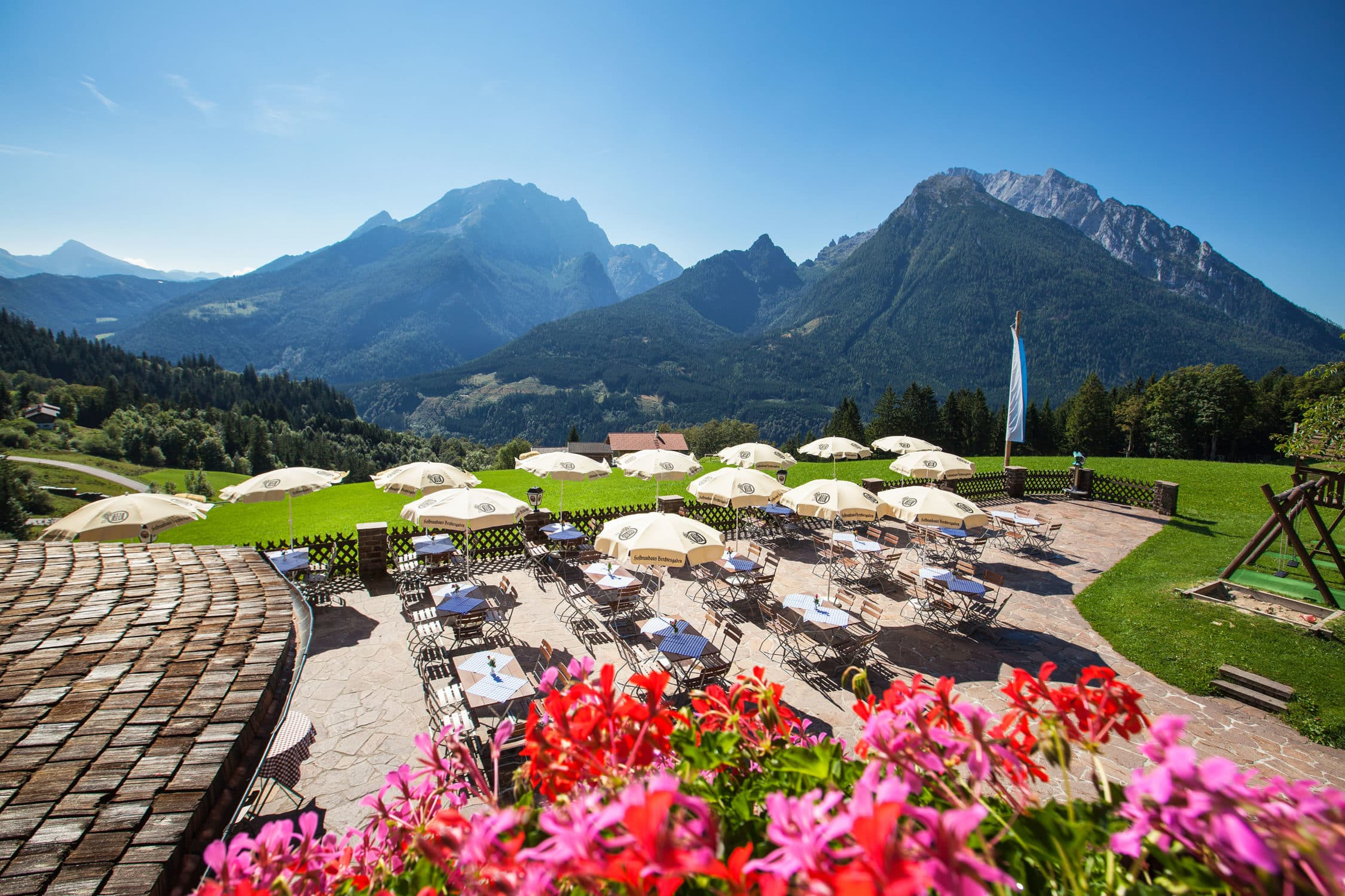 Panoramaterrasse vom Hotel Gasthof Nutzkaser im Bergsteiger Dorf Ramsau - im Nationalpark Berchtesgaden